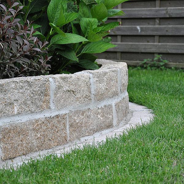 Naturstein brase naturstein f r gartengestaltung for Gartengestaltung naturstein